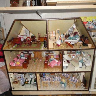 Puppenhaus (Mädchenpensionat) von Susi H. Unverkäuflich.