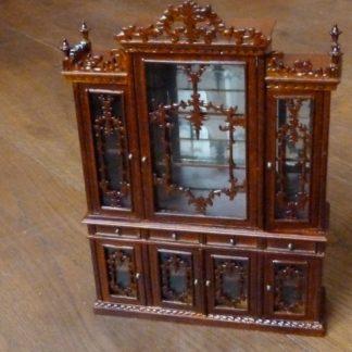 Vitrine/Geschirrschrank (Charles II). Handarbeit.
