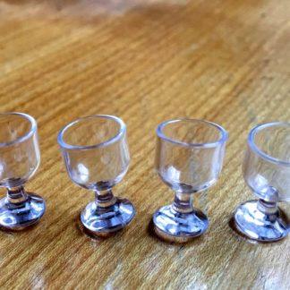 4 Weingläser. Kunststoff.