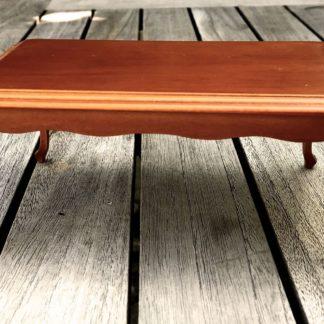 Tisch (rechteckig). Holzfarbe Nussbaum.