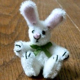 Miniatur-Hase (Bunny). Plüsch. Handarbeit.